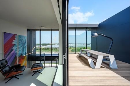 MoederscheimMoonen Architects breekt stereotype van snelwegpanden met het ontwerp voor het hoofdkantoor van PB tec